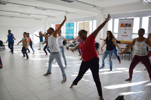 Professores%20refletiram%20sobre%20os%20quatro%20elementos%20da%20m%C3%BAsica - Inserir arte nas aulas torna a educação mais inclusiva, defende professora de dança